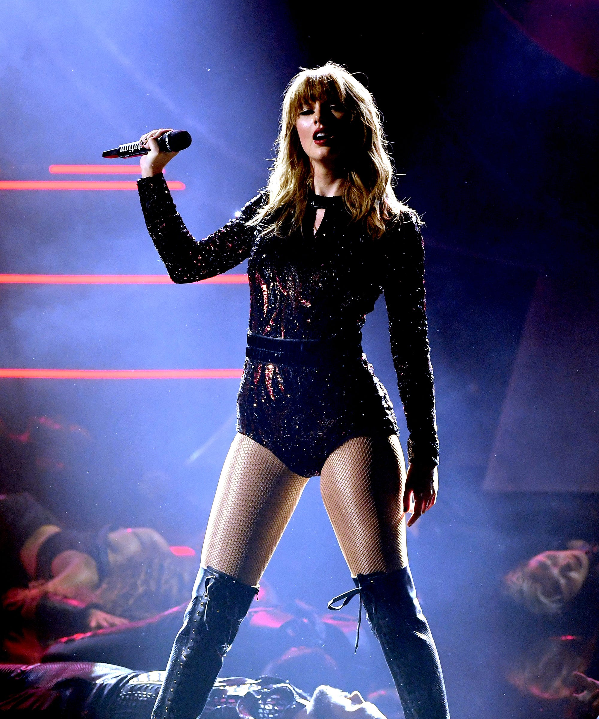 Why Taylor Swift's Fiery AMAs Performance Was Incredible & Infuriating