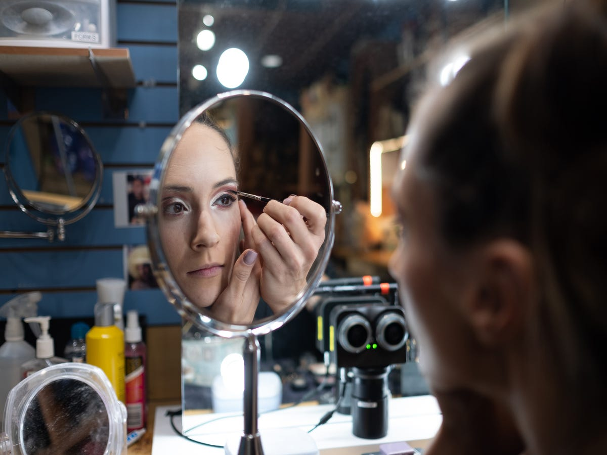 Watch The Crazy Makeup Routine Of A Cirque Du Soleil Star
