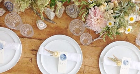 10 Cool Tablescapes To Copy This Weekend
