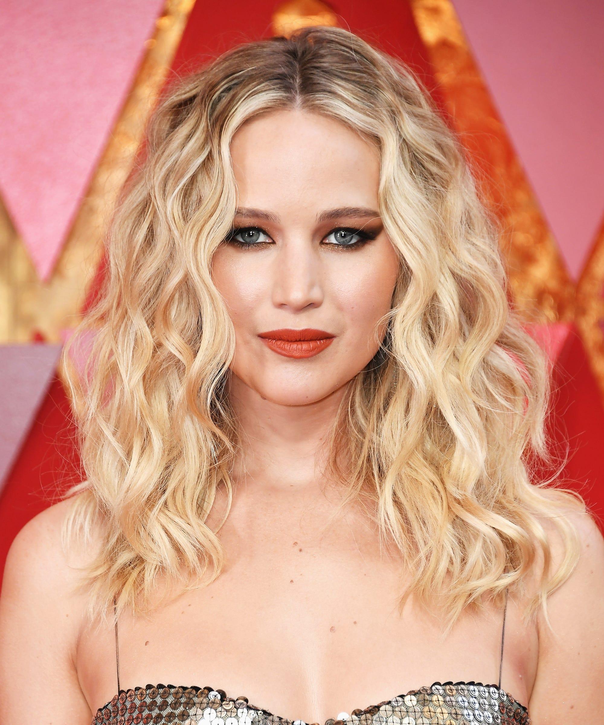 jennifer lawrence wavy hair inspiration oscars