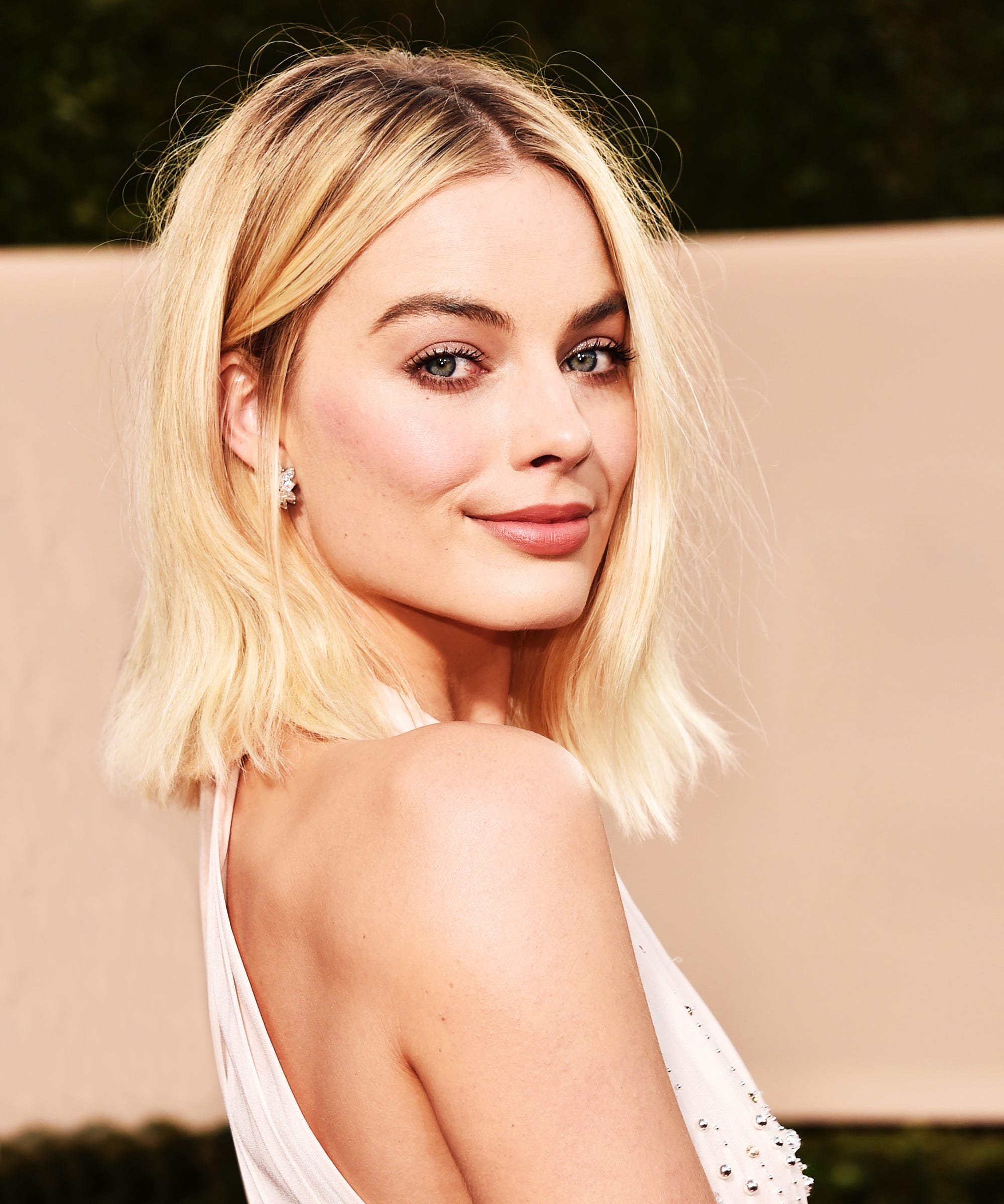 Margot Robbie's Champagne Manicure Is Sparking The Chicest Nail-Polish Trend