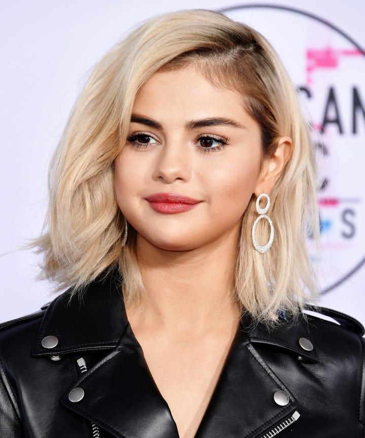 Selena Gomez Blonde Hair American Music Awards 2017