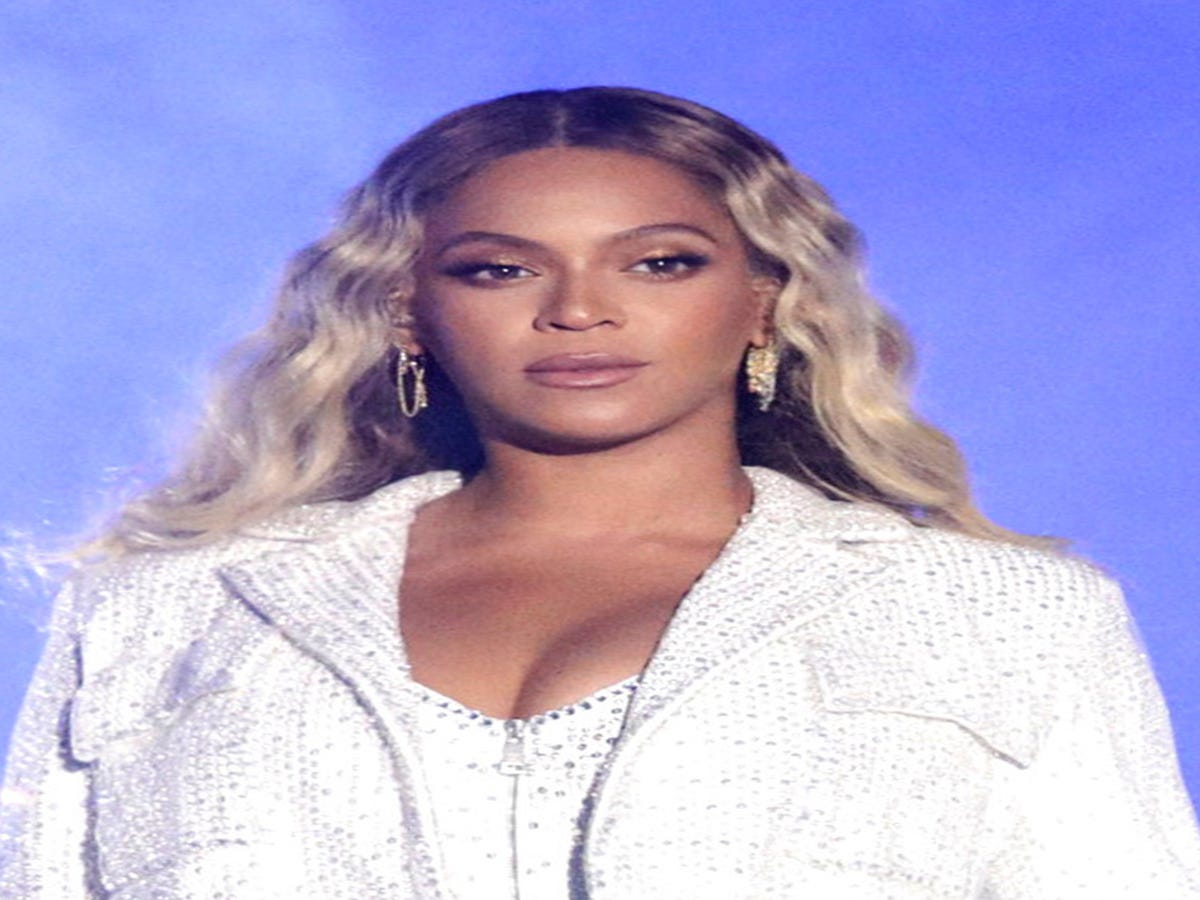 Beyoncé Reinvented The White Suit For Her NAACP Awards Look