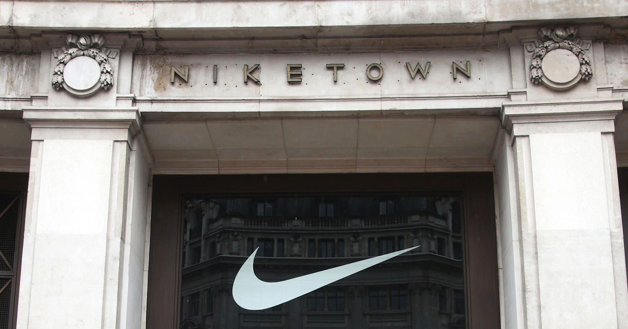 979552ef27 Top 10 Punto Medio Noticias | Nike Store Near Me London