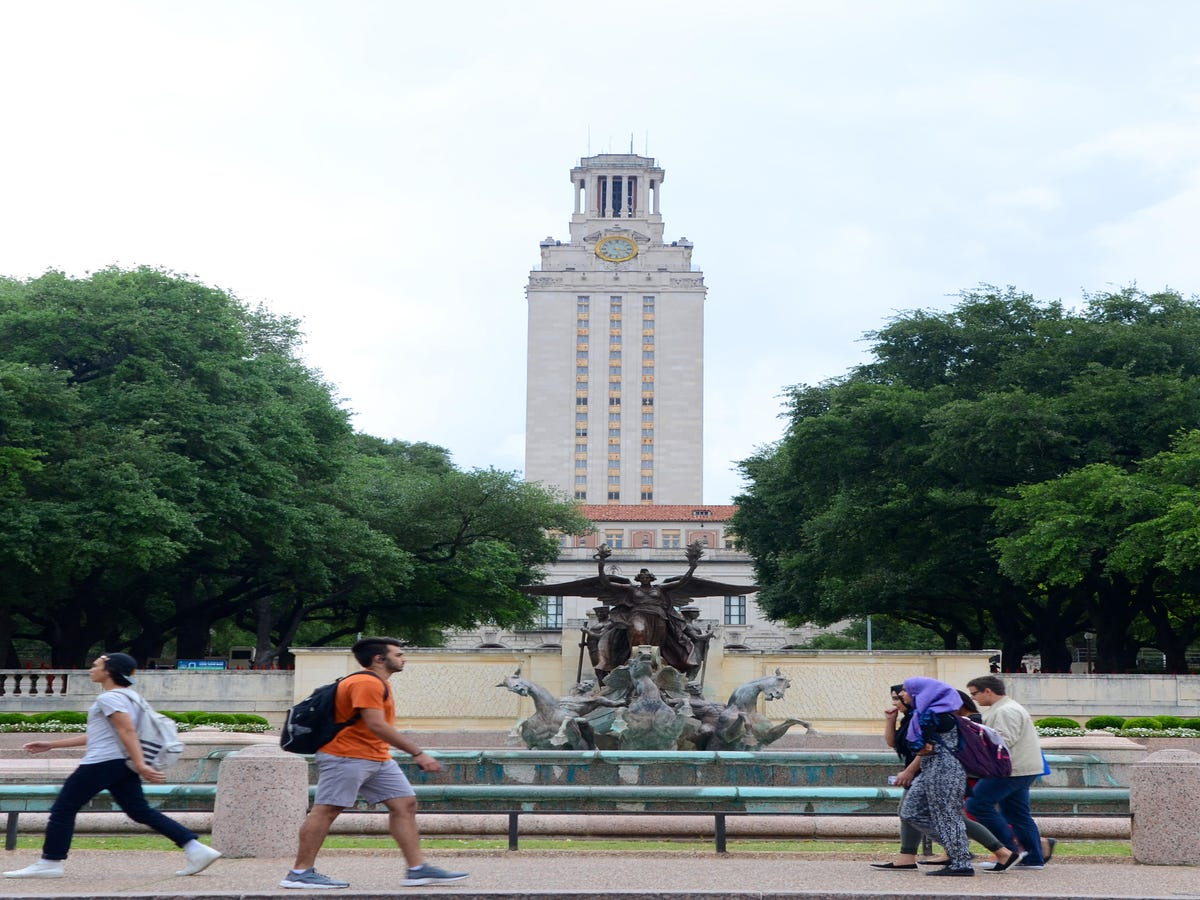 Woman s Girlfriend Kicked Out Of UT Austin Dorm For Making People  Uncomfortable