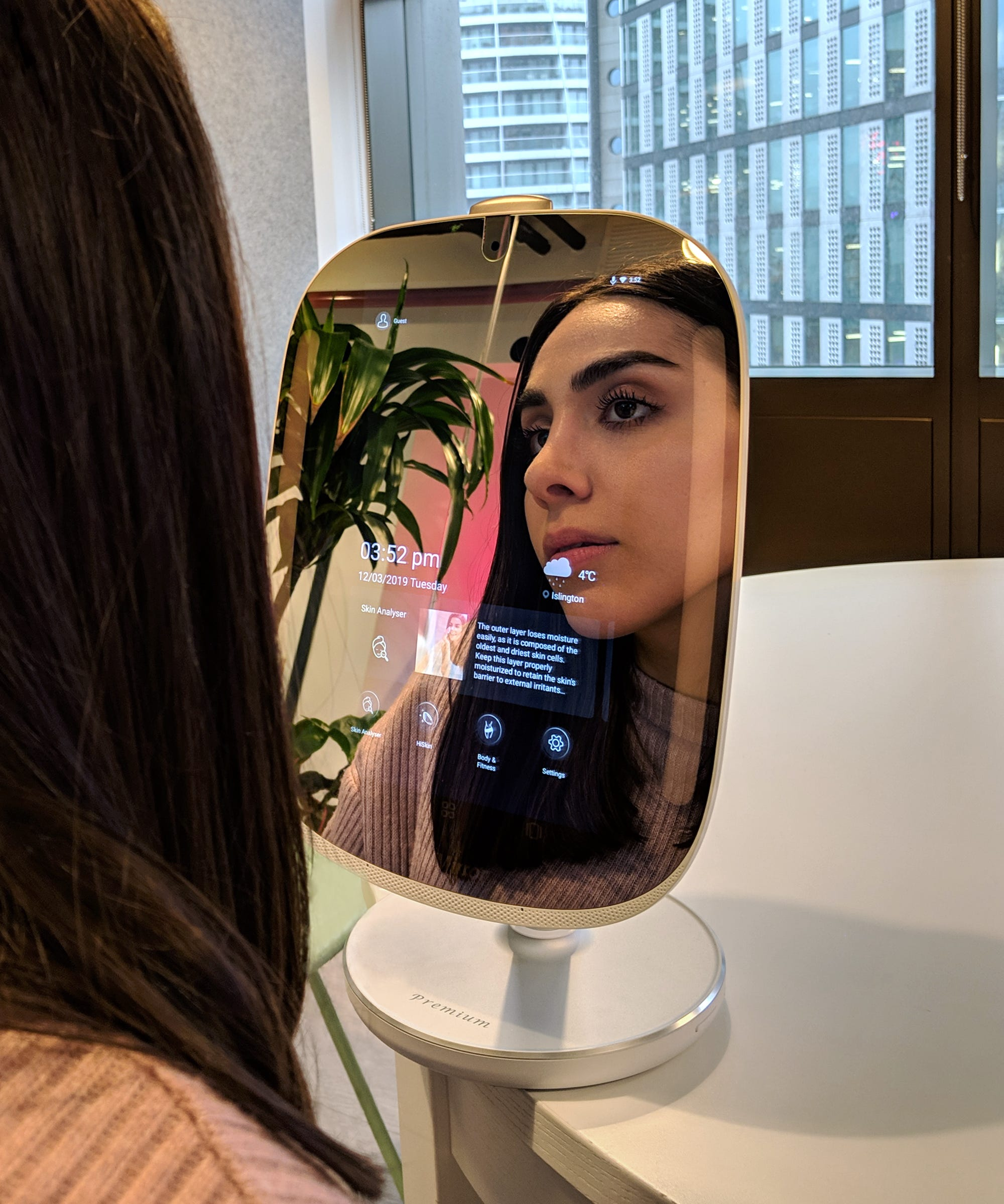 This Hi-Tech Mirror Tells You Whether Your Skincare Is Actually Working