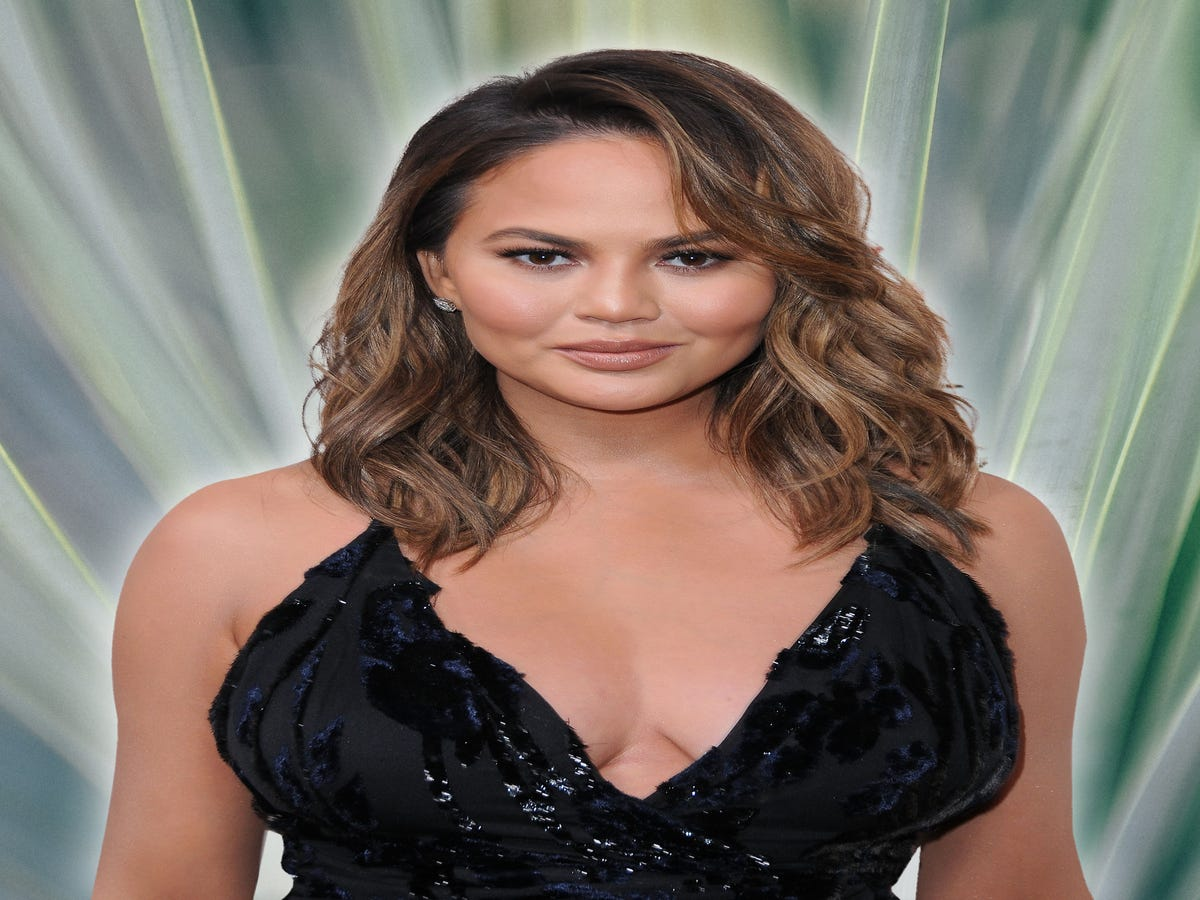 Thank You, Chrissy Teigen, For Saying What We re All Thinking About Meghan Markle s Father
