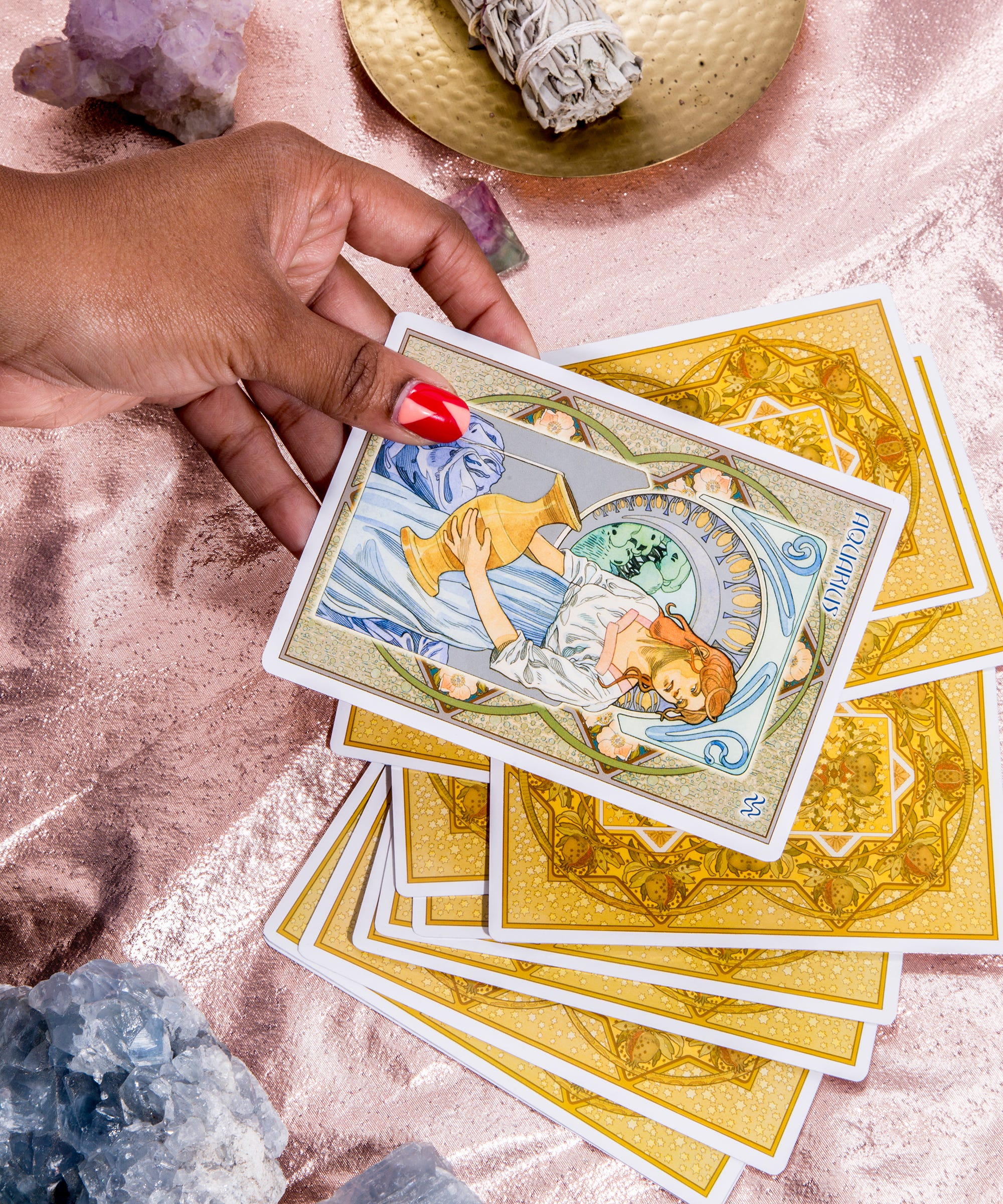 How To Start Your Day With A Tarot Card Pull