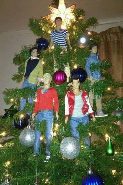 Wierd Christmas Ornament.Sad Christmas Trees Weirdest Holiday Decorations 2014