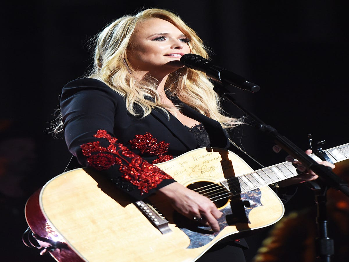 Why Is Everyone Pitching In To Help Women In Country Music Except Radio?