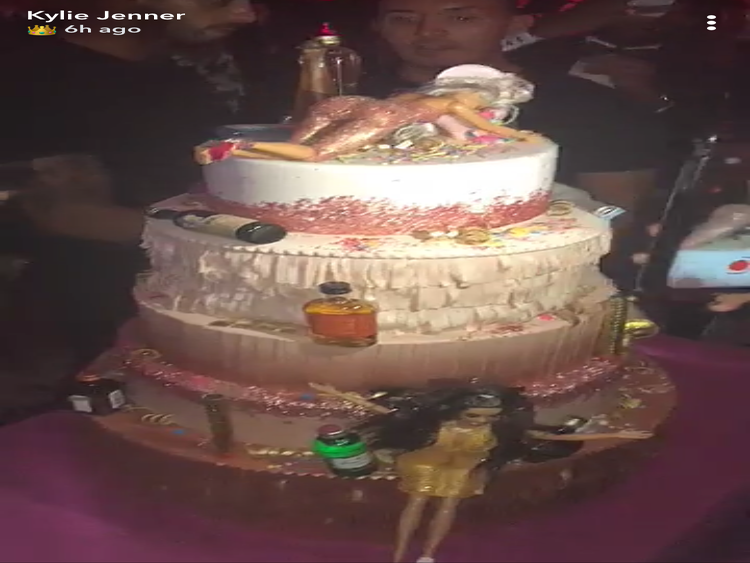 Kylie Jenners 21st Birthday Cake Is Unlike Anything Weve Ever Seen