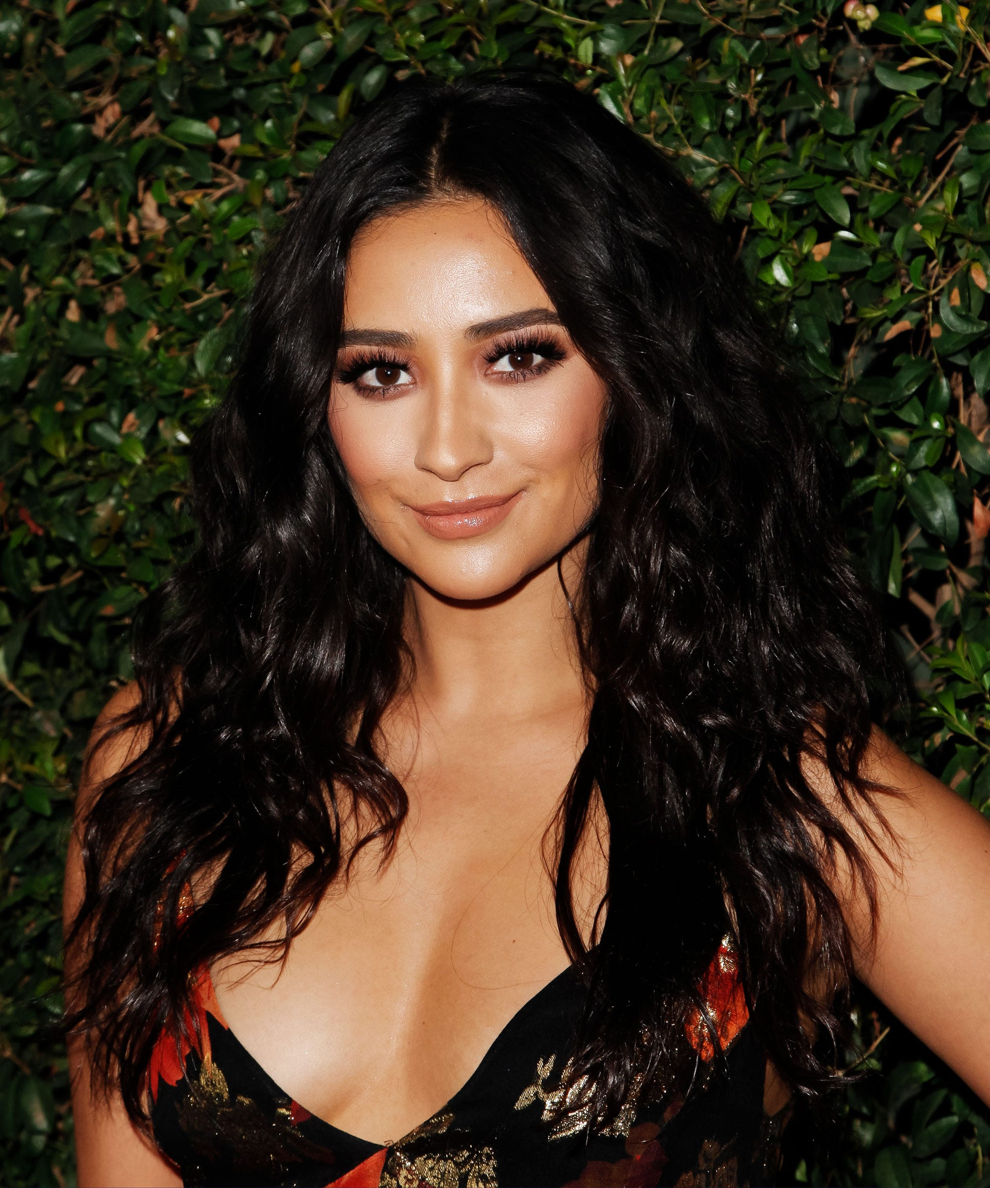 Forum on this topic: The 14 Best Shay Mitchell Beauty Moments , the-14-best-shay-mitchell-beauty-moments/