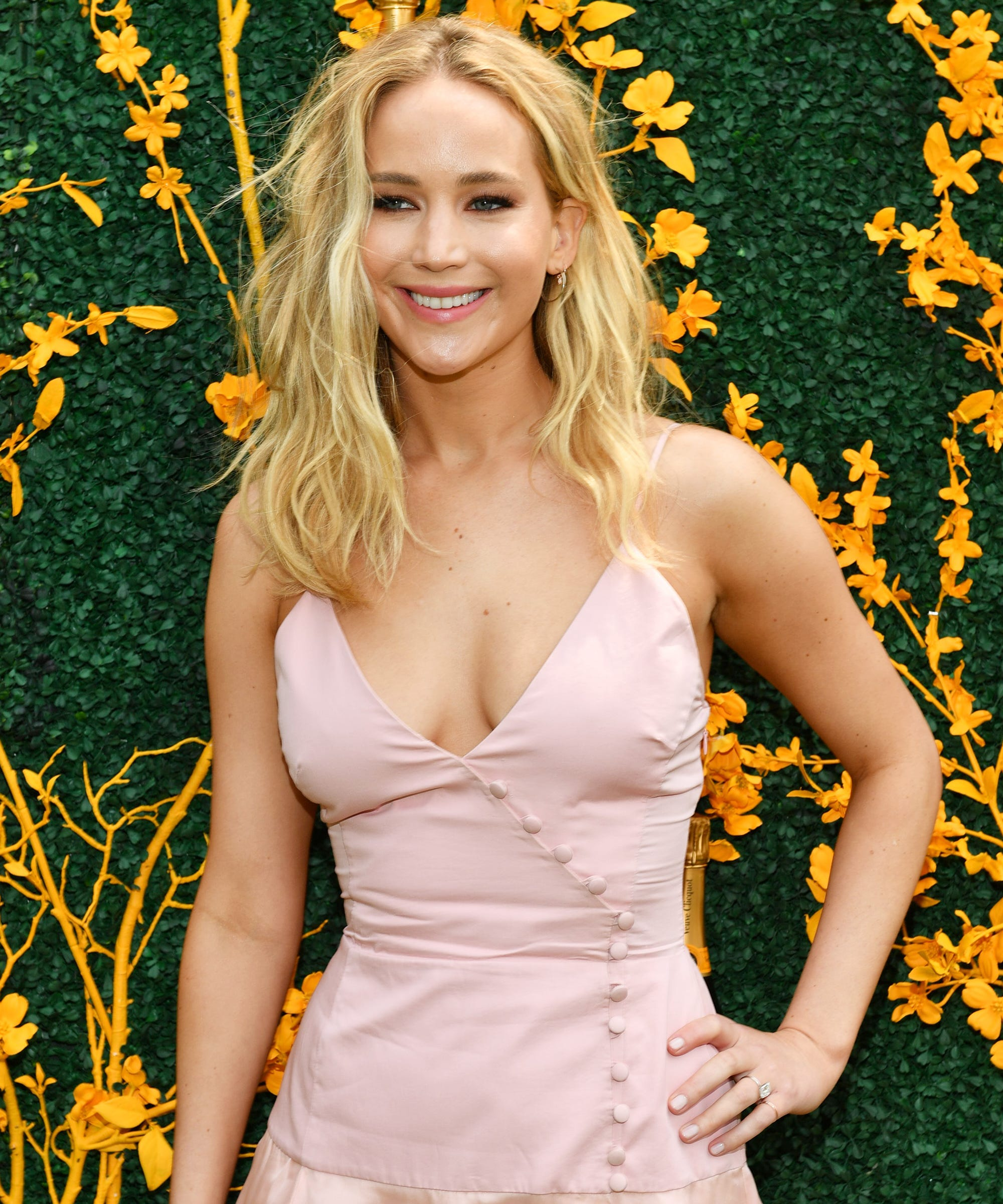 Jennifer Lawrence's Pink VC Polo Classic Dress Is Perfect For A Summer Wedding