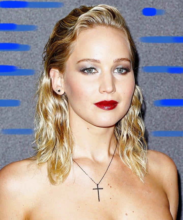Brush Back 80s Hair Trend Jennifer Lawrence