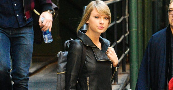 Taylor Swift Found Your Perfect NYE Travel Outfit