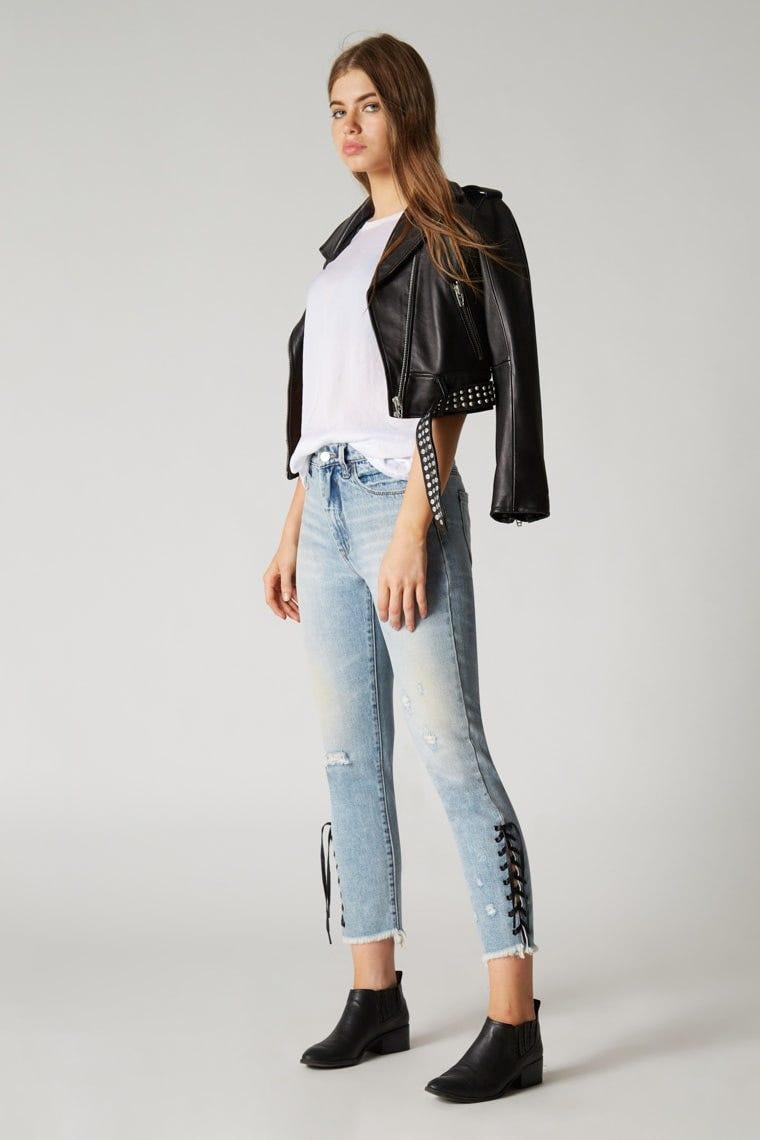e29eea62bb8 How to Wear Boyfriend Jeans  10 Genius Ideas