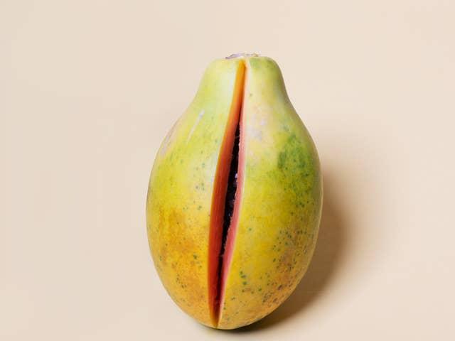 Goyave coupée pour représenter une vulve