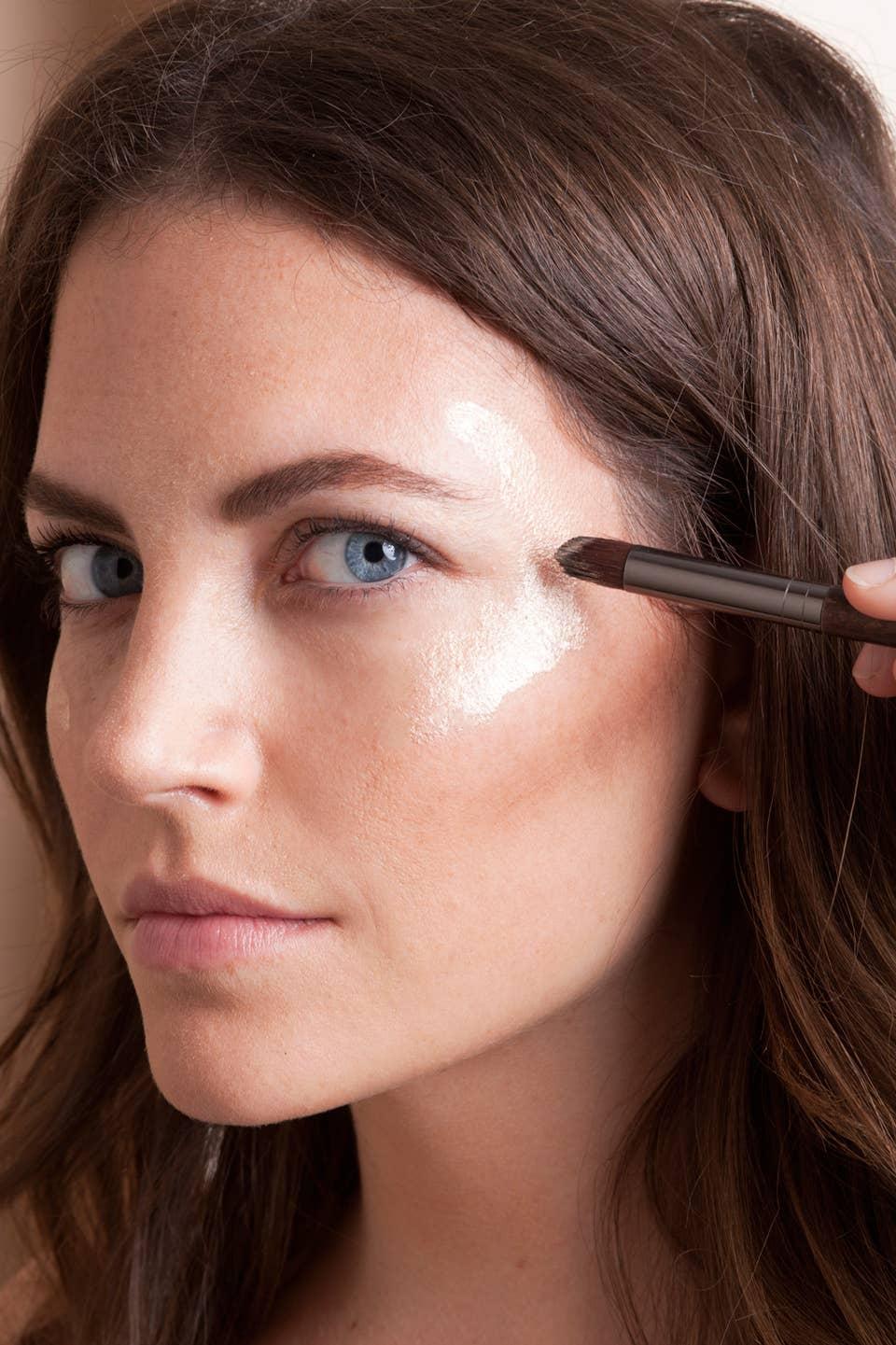 How To Define Your Cheekbones Features