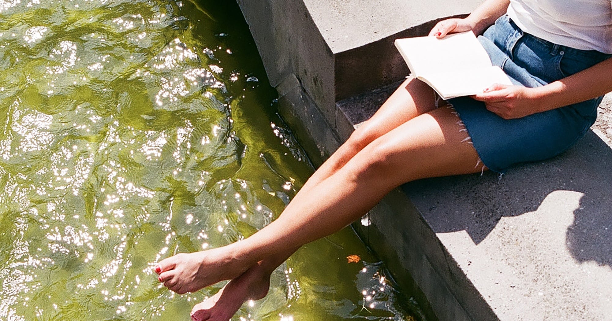R29's Summer Book Recommendations To Read By The Pool