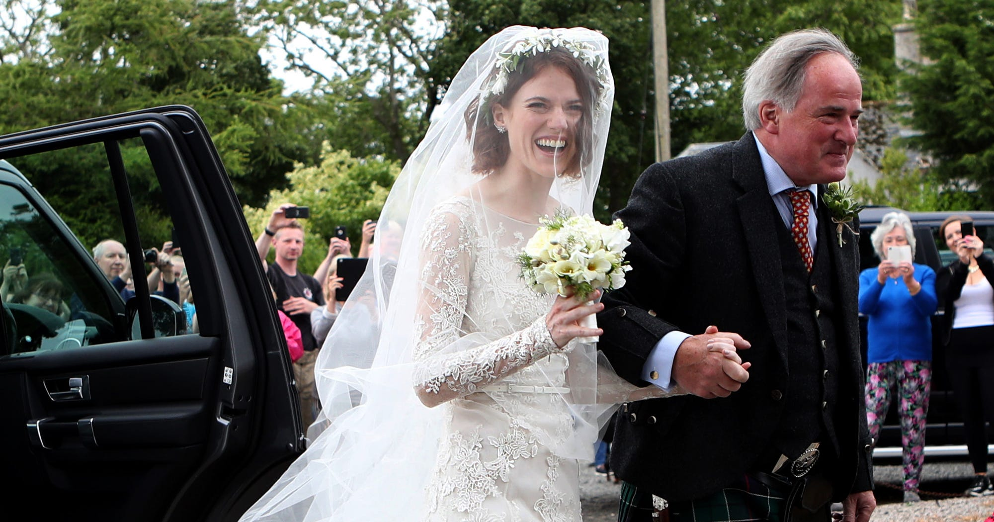 Rose leslie wears vintage lacy wedding gown photos for Wedding dresses reading pa