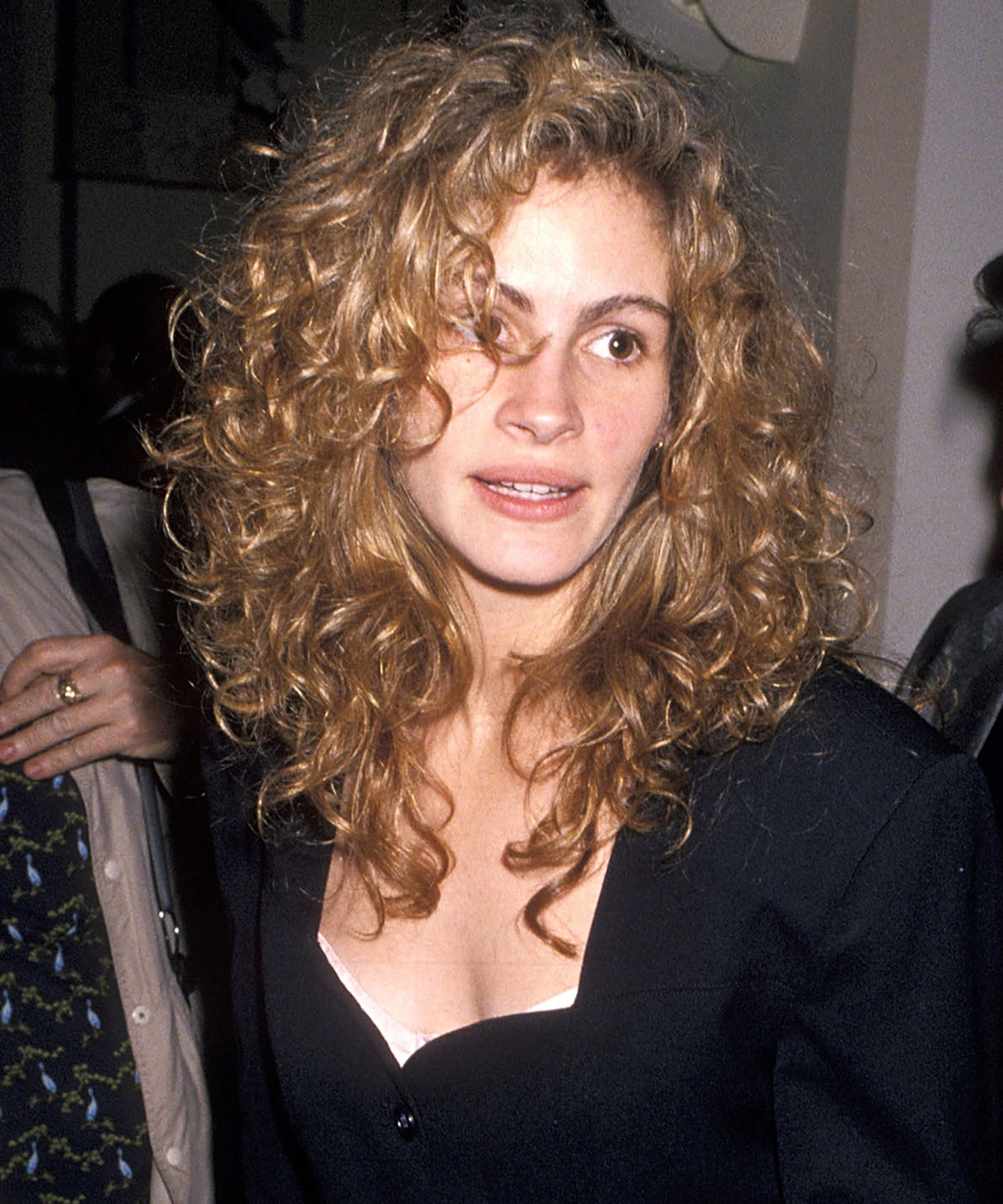 julia roberts best hair and makeup looks - curls, color