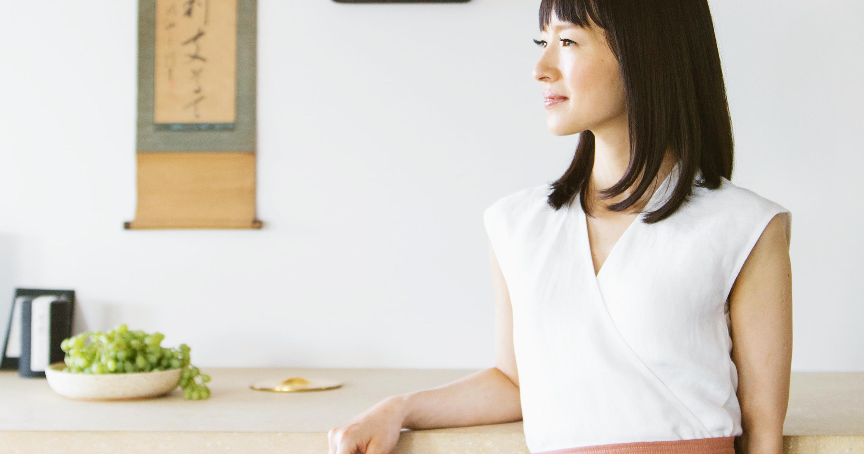 Marie Kondo zeigt dir die richtige Falttechnik für alles