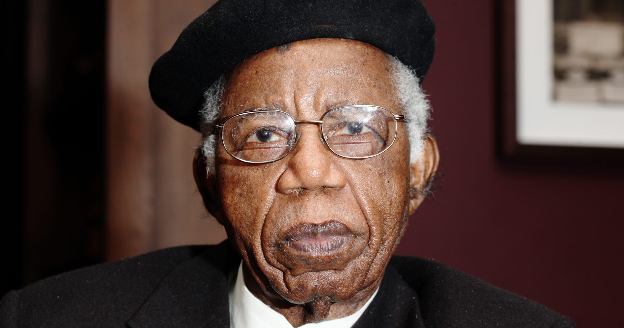 summary of a man of the people by chinua achebe Summary of a man of the people by chinua achebe ms dietzmann 24 november 2013 tragedy, social purpose, language, and family chinua achebe introduces his novel with a line of poetry by.