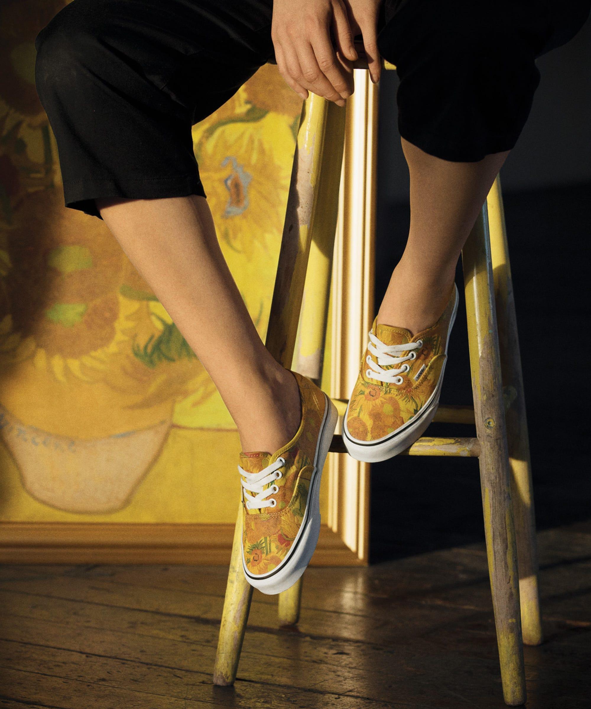 Inferior Acumulativo Personas con discapacidad auditiva  Vans x Van Gogh Sneaker & Clothing Collab Is Pure Art