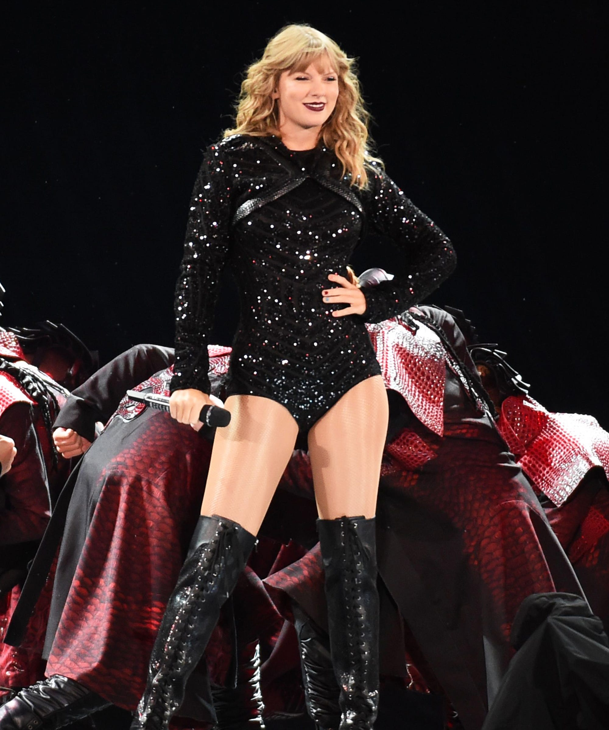 Taylor Swift Takes Her Reputation Tour To Pittsburgh