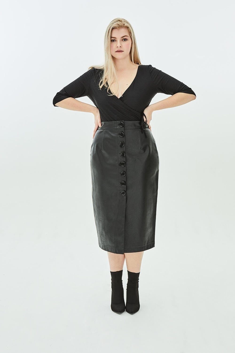 Cute Plus Size Leather and Suede Skirts For The Summer