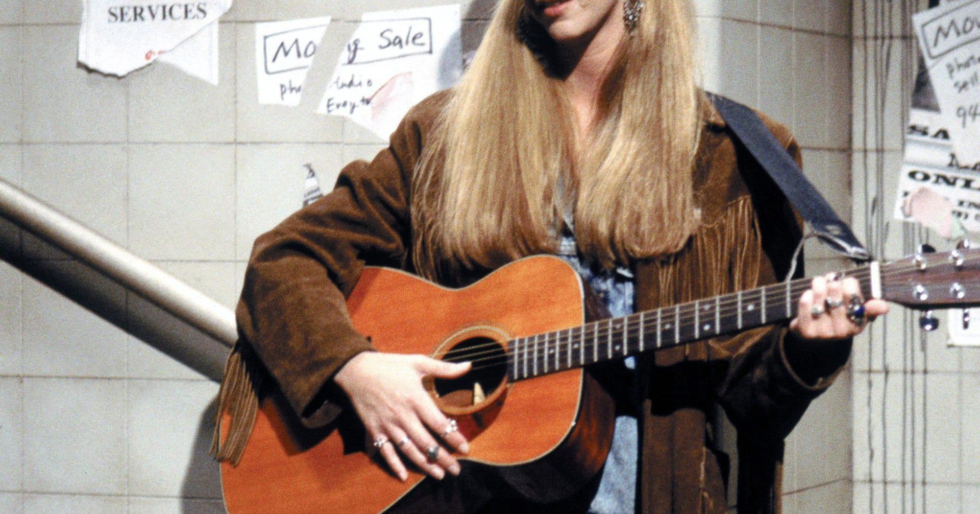 Die Friends-Macherin findet diese finstere Phoebe-Theorie genauso gruselig wie du