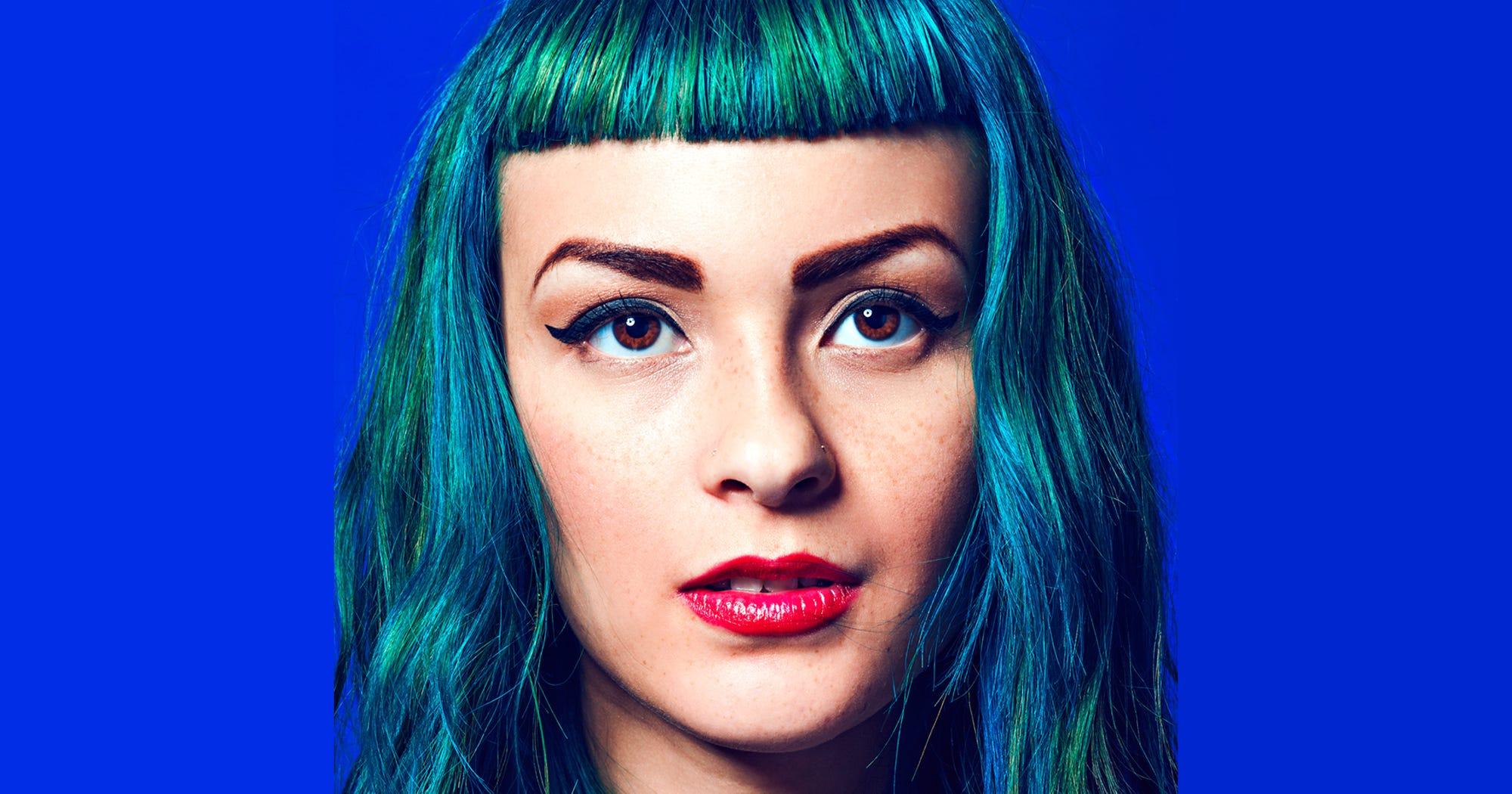 Blaue Haare sind der Sommerlook für alle, die mehr wollen als Beach Waves