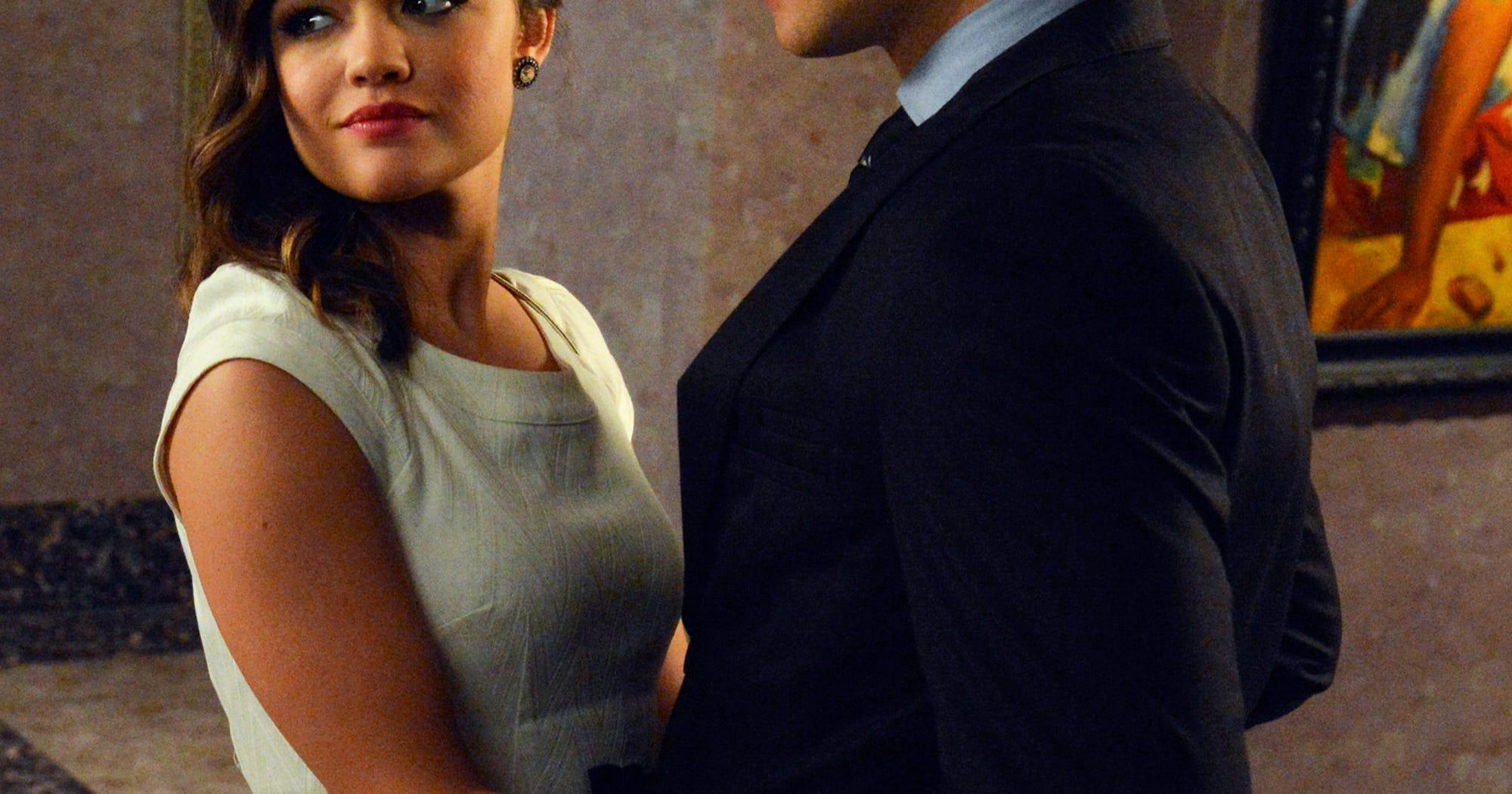 Lucy Hale dating Ezra avio liitto ei dating OST albumi