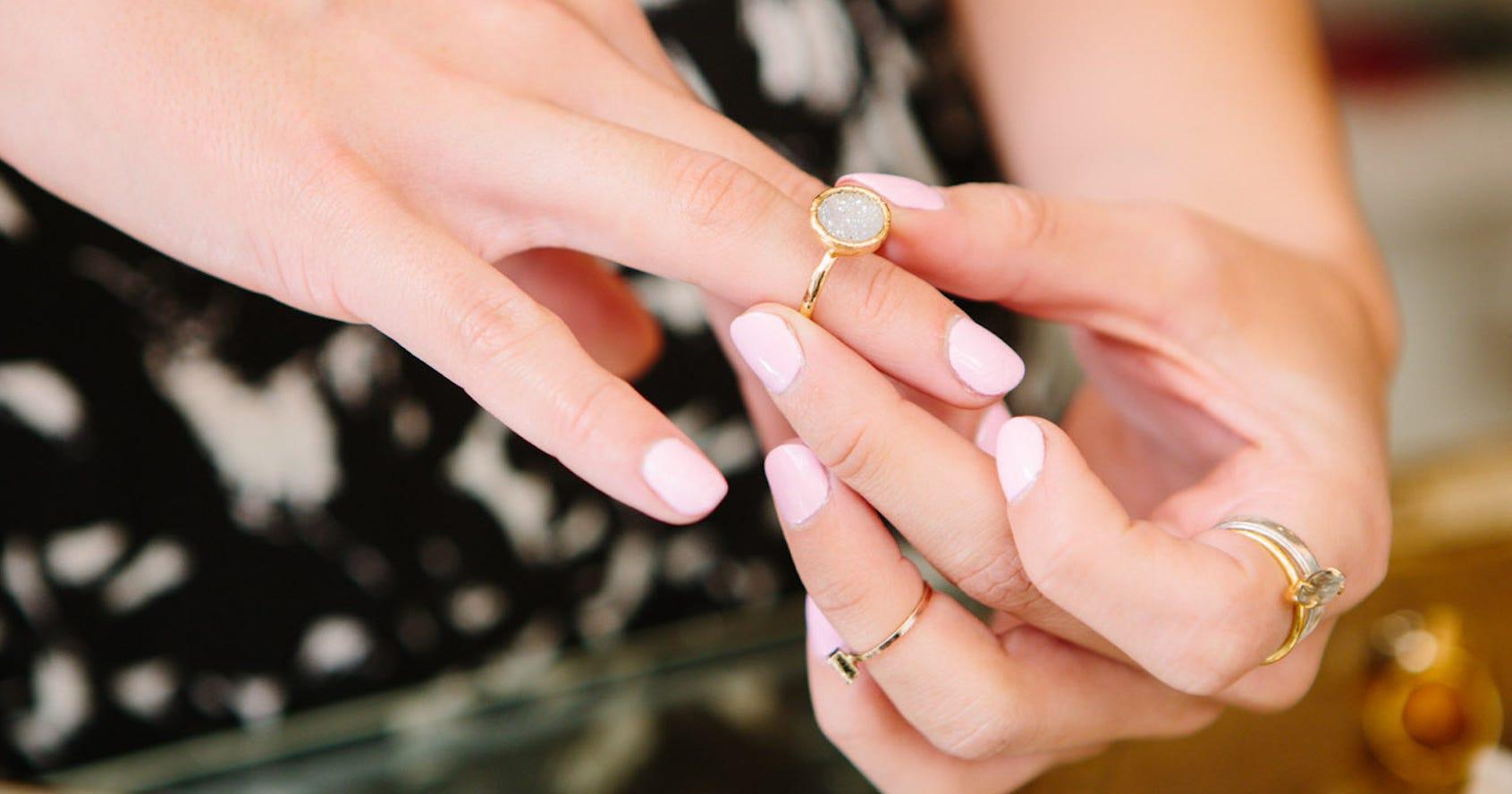 sotheby pinkfarbener diamant ist der teuerste der welt. Black Bedroom Furniture Sets. Home Design Ideas